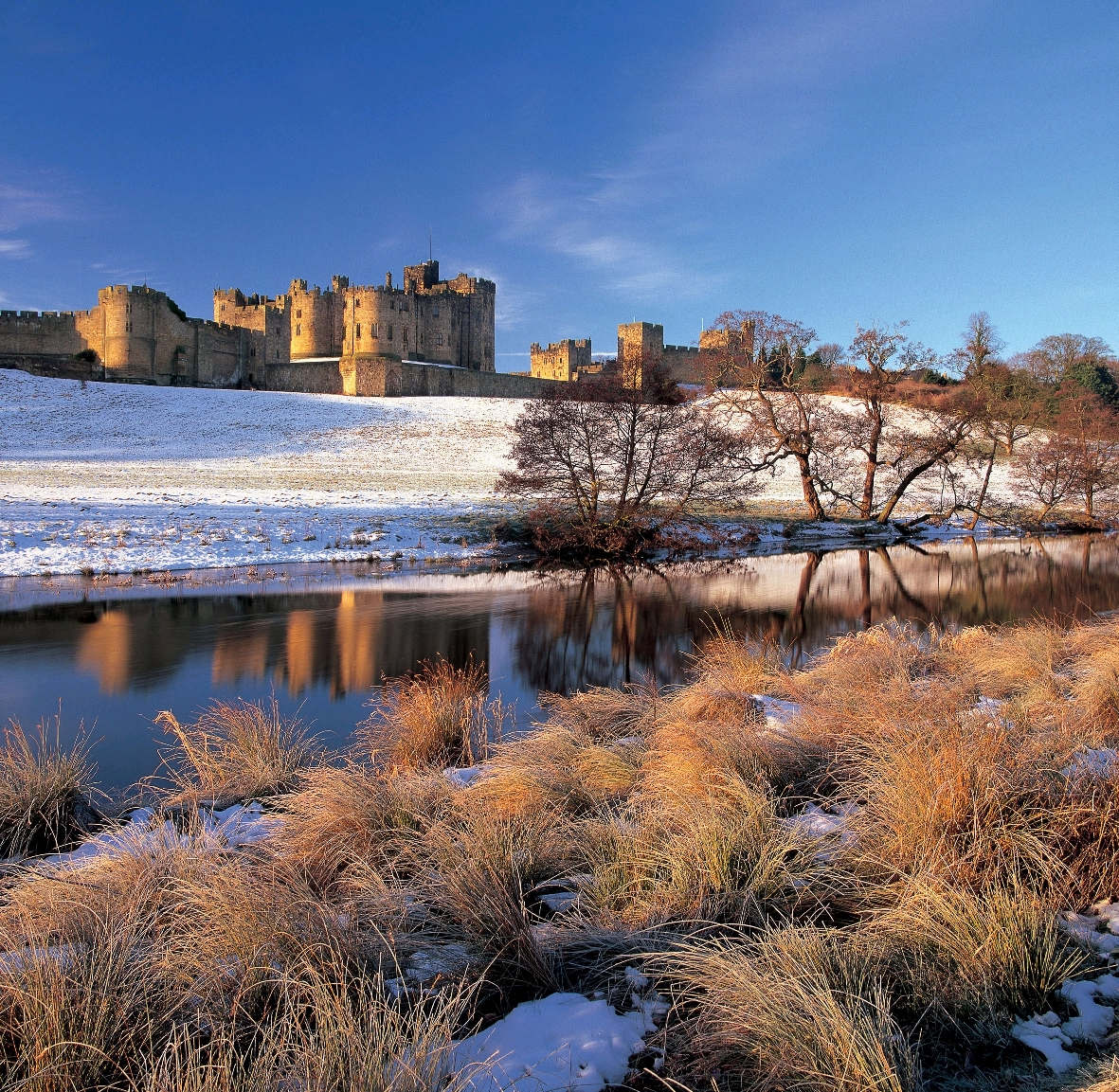 Alnwick Castle in snow (reduced) JPG